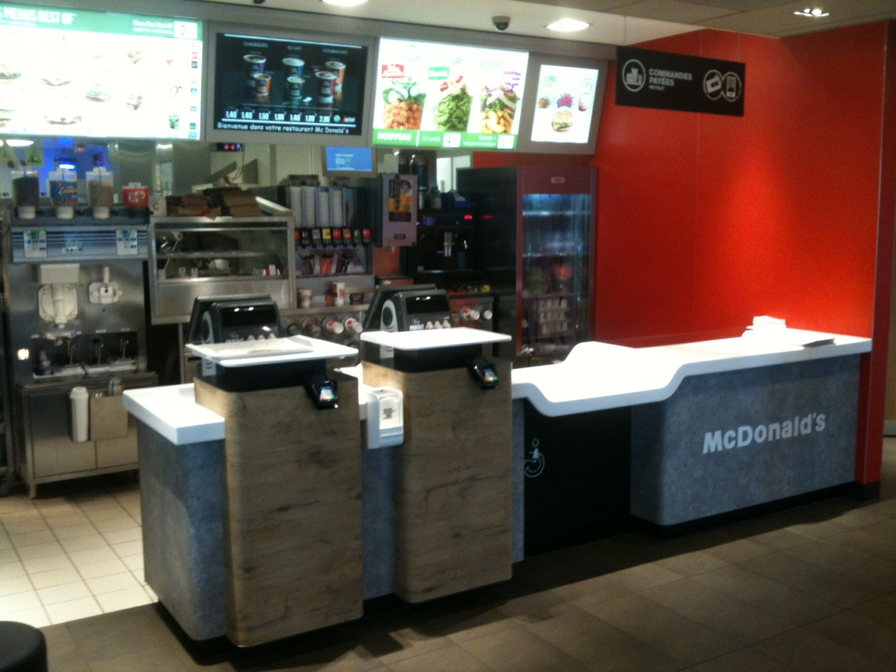 Mcdonald 39 s hits all time high as wall street cheers for Meuble comptoir caisse
