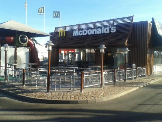 McDonalds Lutterbach - Exterieur - terrasse - aire de jeux.jpg