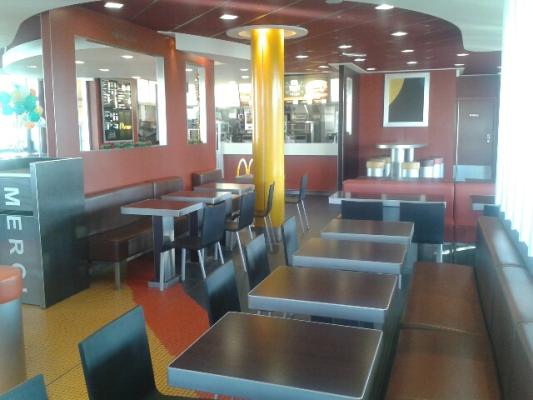 McDonalds Lutterbach - Interieur - convivial - chaleureux - service a table.jpg