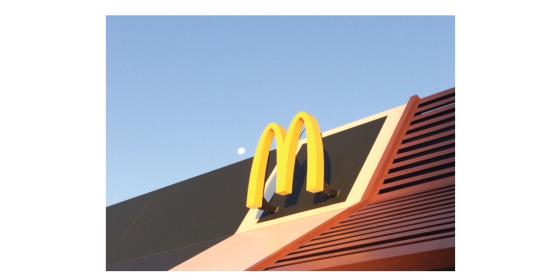 la-lune-&-sur-le-toit-du-mcdo.jpg