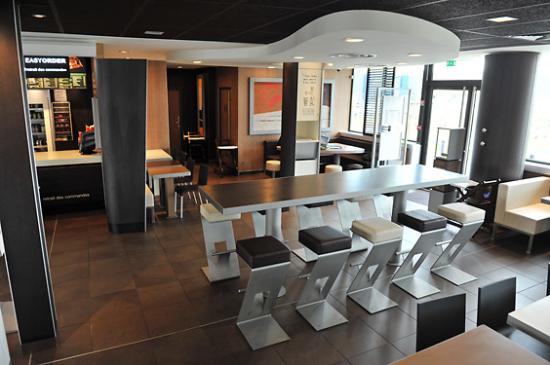 McDonald's Callian Plan de la grande Vigne salle intérieure.JPG