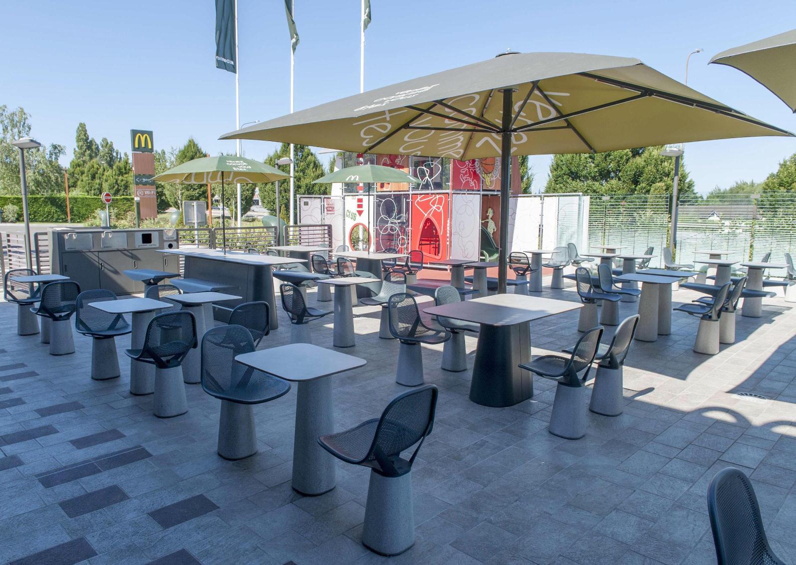 Restaurant McDonald's Tournus-Aire de jeux.jpg