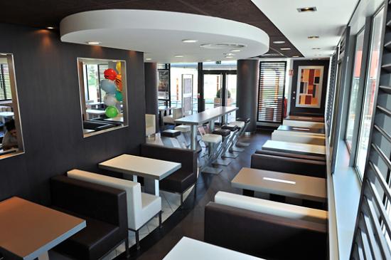 McDonald's St Priest En Jarez - Musée d'Art Moderne Intérieur.jpg