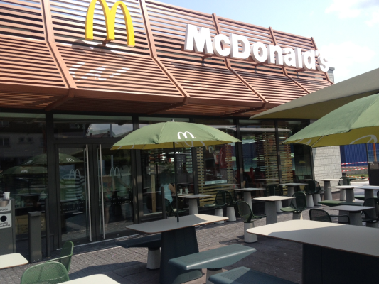 Photo_McDo_Morteau_Mac Do_terrasse.jpg