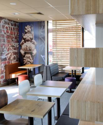 Salle Restaurant Mc Donald's Tonnerre 89700 .jpg