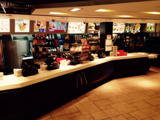 McDo_McDonalds_Pontault_Combault_Salle_Comptoir.jpg