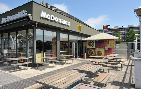 Bienvenue dans votre restaurant mcdonald 39 s la celle saint for Piscine corneille la celle saint cloud