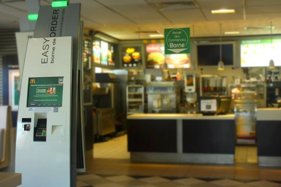 Mcdonald itteville mcdo kiosk service à table.jpg