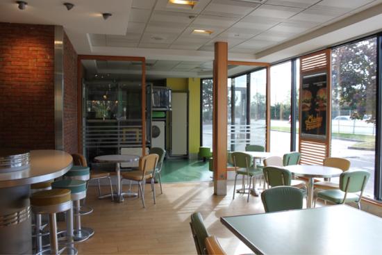 McDonald's de Décines Aire de Jeux...JPG