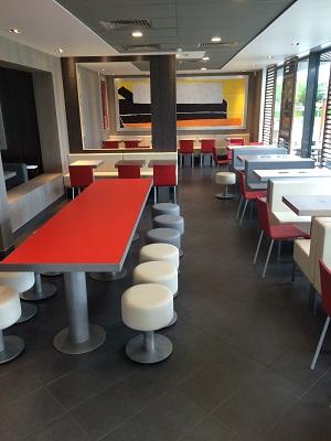 McDonald's Fouillouse - Lot La Gouyonnière - ZA St Exupéry - 42480 La Fouillouse - intérieur 2.jpg