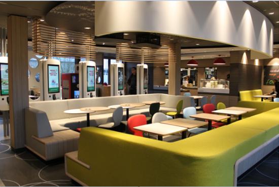 Salle - comptoir McDonald's Ambérieu.png