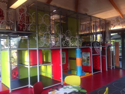 bienvenue dans votre restaurant mcdonald 39 s plaisir. Black Bedroom Furniture Sets. Home Design Ideas